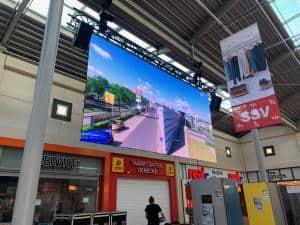 Kaufpark mit LED-Wand